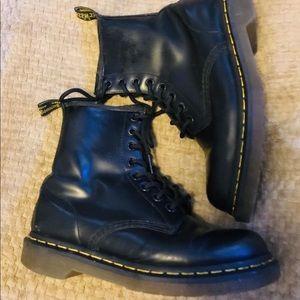 🖤🖤 Classic Dr. Martens lace up combat boots